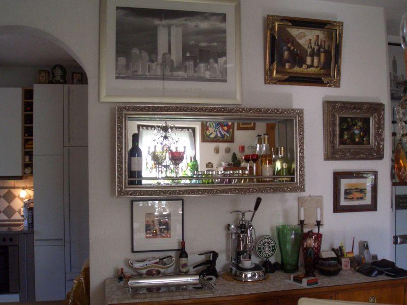wandbar mit spiegel bilderrahmen und edelstahl. Black Bedroom Furniture Sets. Home Design Ideas